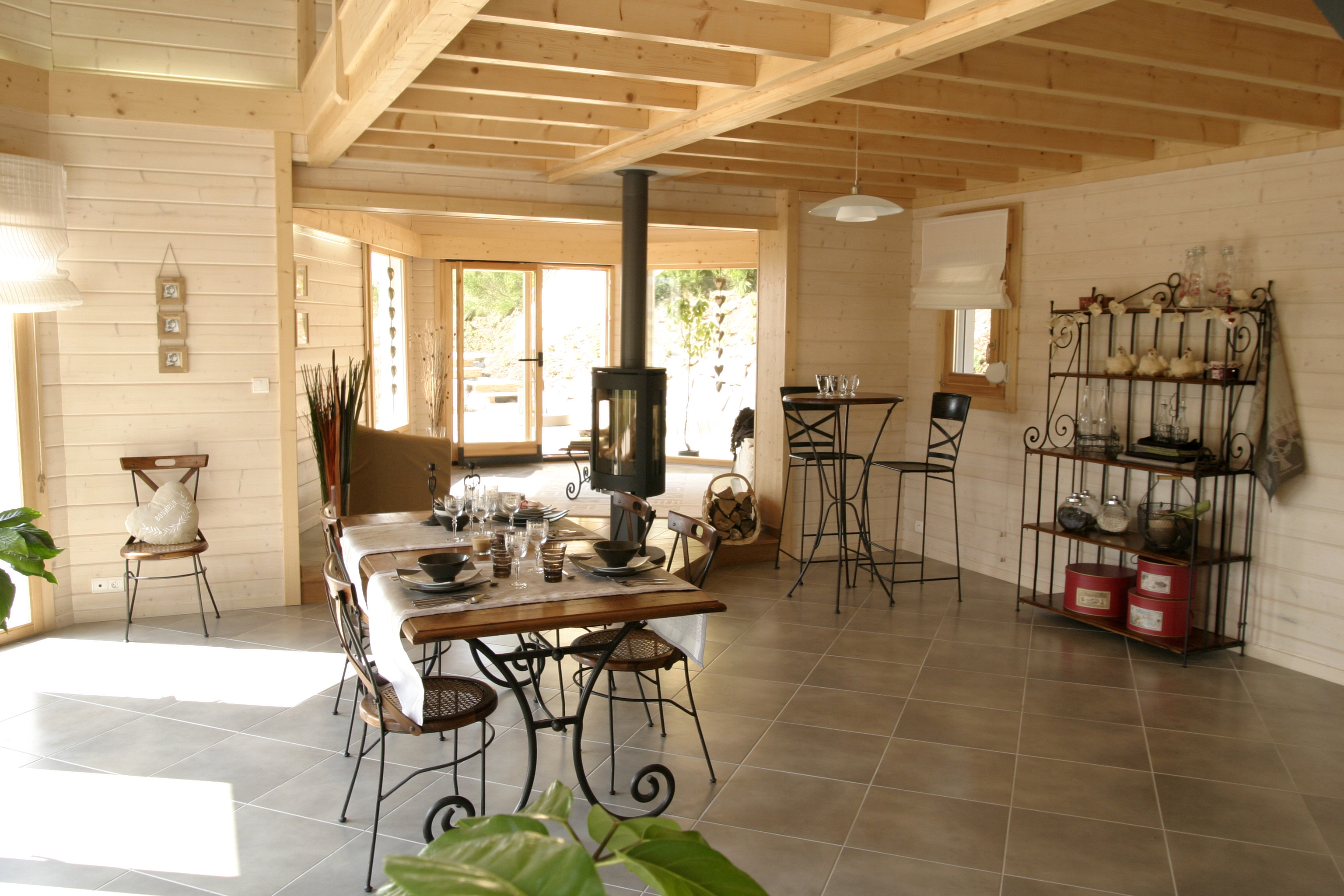 Plans et photos de mod les de maisons bois contemporaines for Photo en interieur
