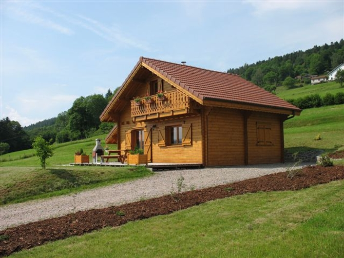 Plans et photos chalets en madriers et ossature bois for Bois de chalet