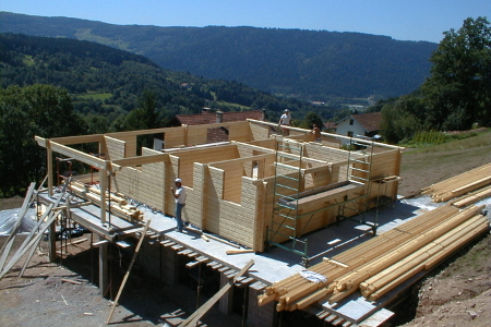 L 39 auto construction monter soi m me sa maison bois en kit for Chalet prix construction